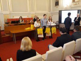 Víťazi kategórie EF, Nina Mjartanová, Juraj Krajč a Nikola Králiková